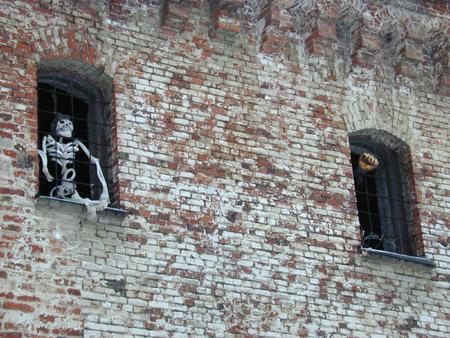 """Вот что значит  """"пожизненное заключение """".  Стена замка.  Кстати говоря, некоторое время замок действительно..."""